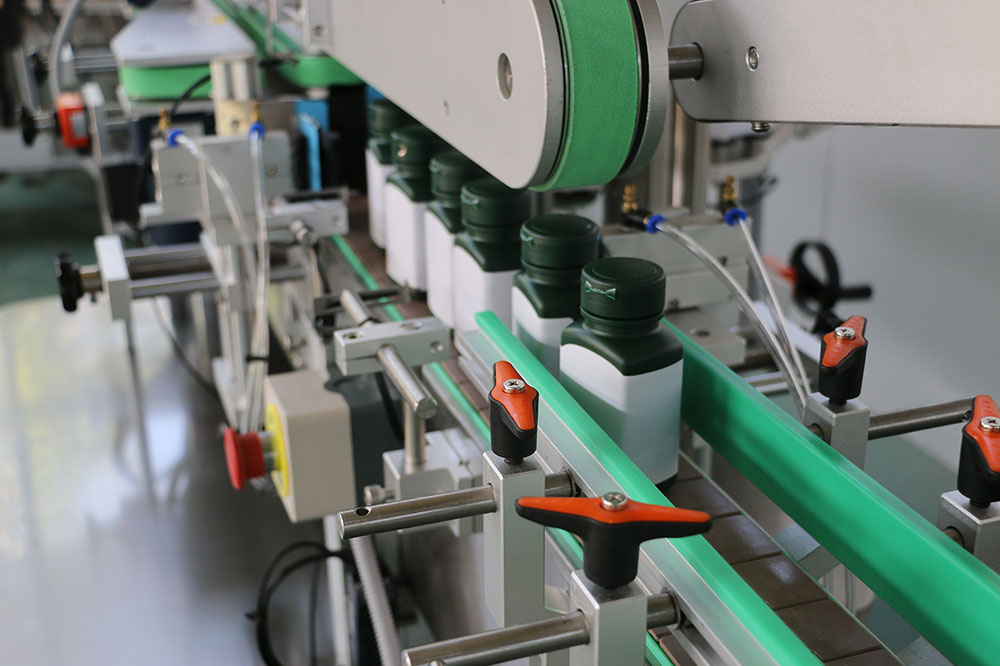 Square&Flat Bottle Labeling machine