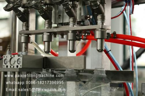 Liquid linear type bottle filling machine