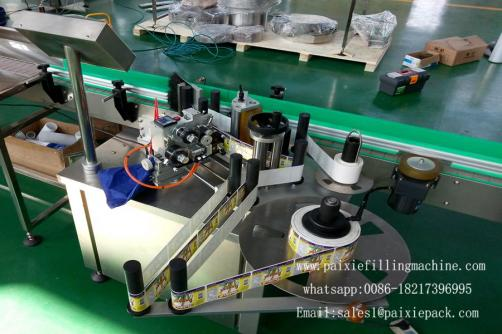 Glass bottle labeling machine