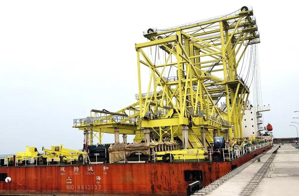 润邦重机发运两台GENMA悬链斗式卸船机