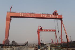 Grúa de pórtico para construcción naval