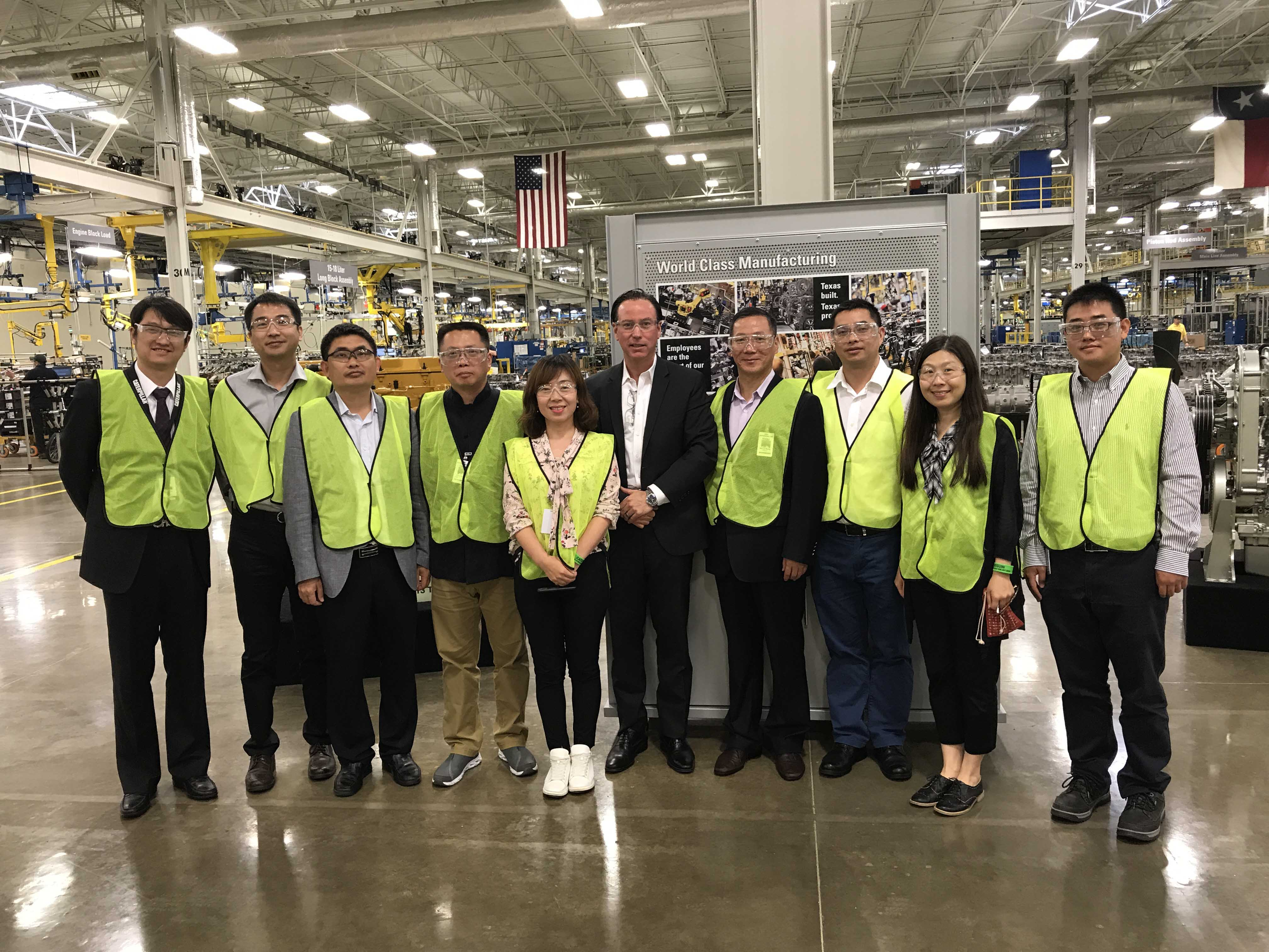 The TMT of Perkins Global, OEM guests and the team of Lei Shing Hong Machinery and Perkins Shanghai