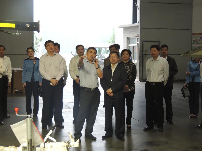 2015年5月济宁市市长梅永红莅临山东赛瓦特参观指导